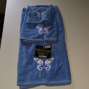 Better Home Blue Three Tiered Decorative Towels